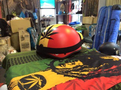 mũ bảo hiểm nửa đầu cannabis